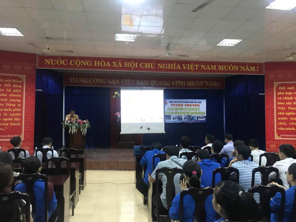 Quận Đoàn Hải Châu tổ chức tuyên truyền Luật giao thông đường bộ và văn hoá ứng xử khi tham gia giao thông