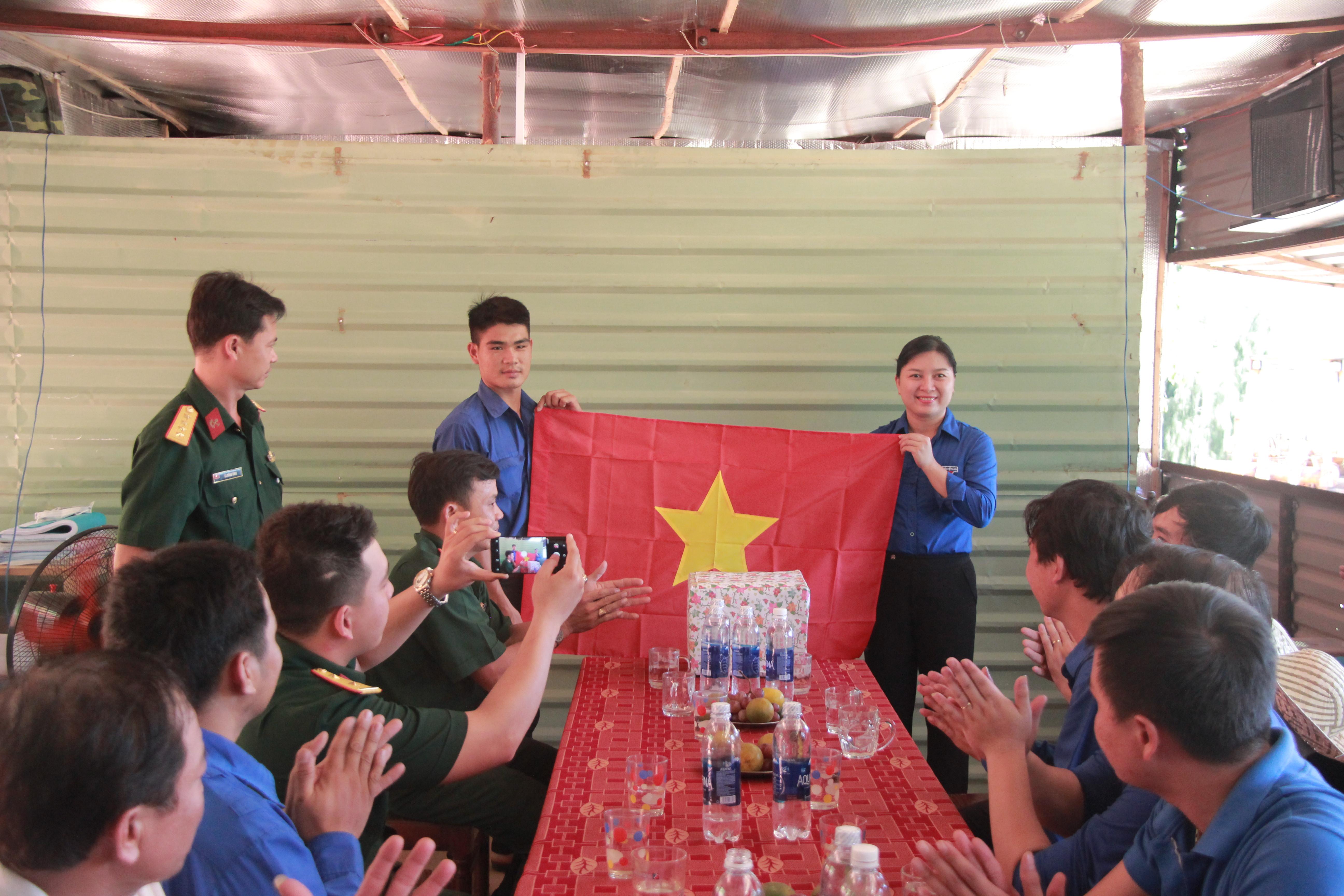 """Quận Đoàn Cẩm Lệ tổ chức Hành trình """"Hướng về biển đảo quê hương"""" năm 2018"""