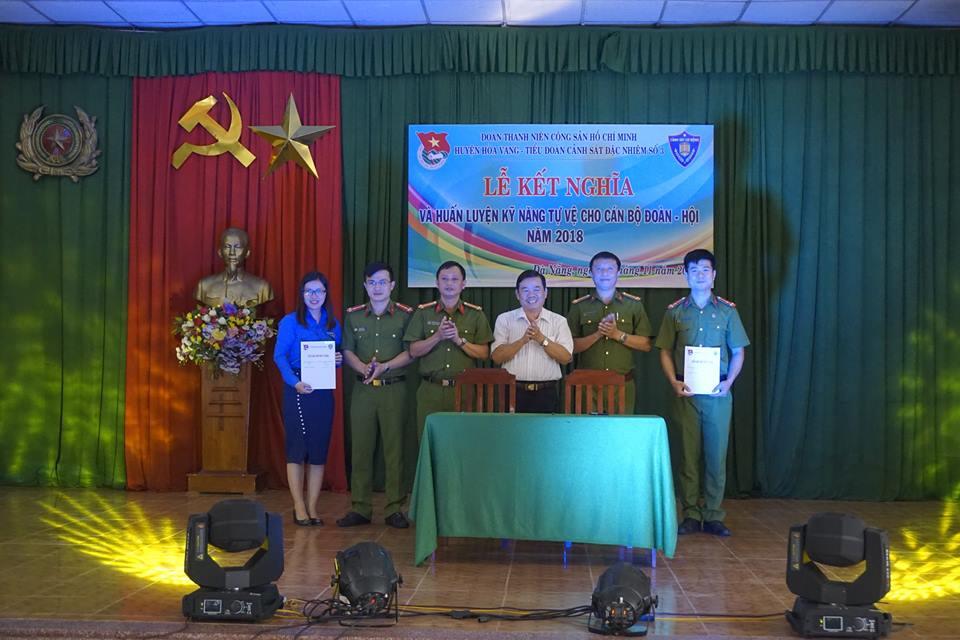 Lễ kết nghĩa giữa Huyện Đoàn Hòa Vang và Đoàn cơ sở Tiểu đoàn Cảnh sát đặc nhiệm số 3 – Khai mạc khóa huấn luyện Kỹ năng tự vệ   giành cho cán bộ Đoàn – Hội năm 2018