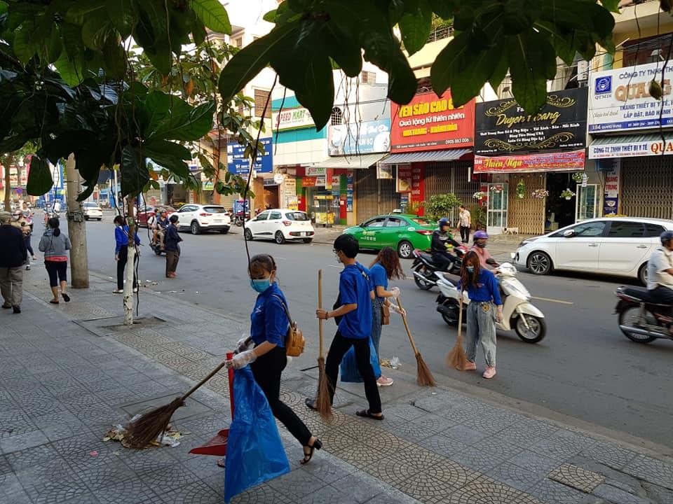 Đoàn viên, thanh niên Đà Nẵng đồng loạt ra quân vệ sinh môi trường phòng dịch CoVid-19 trên địa bàn thành phố