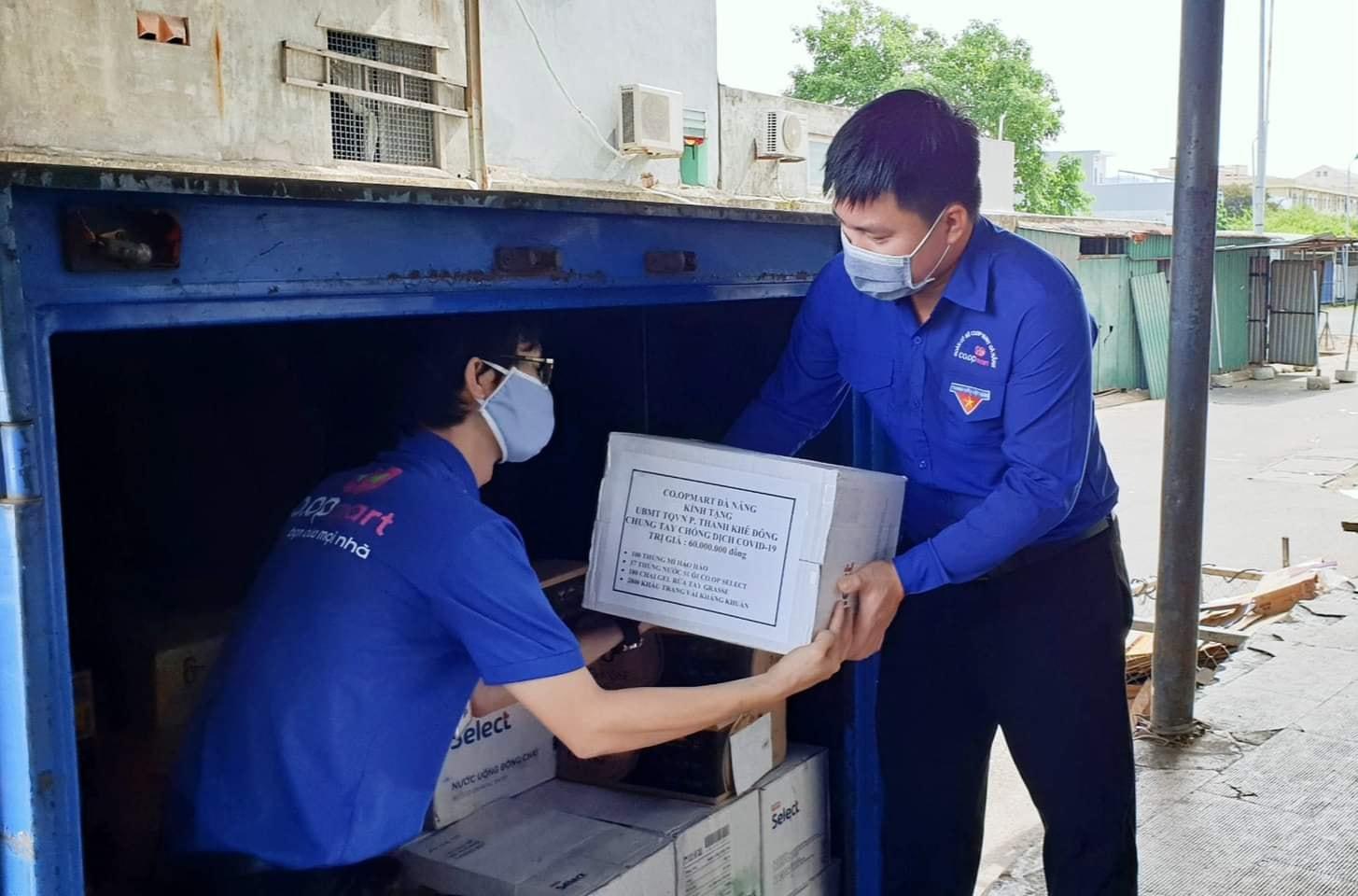 Tuổi trẻ Co.opmart Đà Nẵng đã tổ chức đợt nguyên góp ủng hộ, giúp đỡ nhân dân vượt qua dịch Covid_19