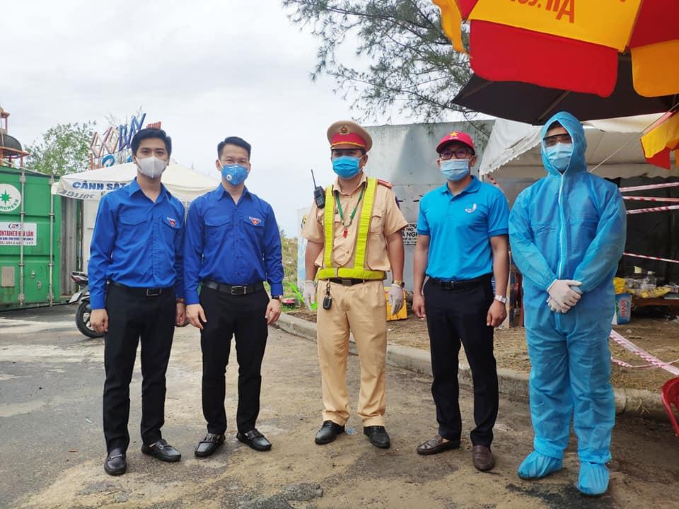 Thành Đoàn Đà Nẵng tổ chức thăm các đội hình thanh niên tình nguyện phòng, chống dịch Covid_19 tại 8 chốt chặn trên địa bàn thành phố