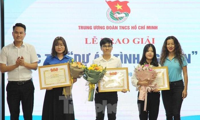 """Dự án kết nối kiến tạo văn hóa giao thông của sinh viên Đại học Đà Nẵng được trao giải Top 10 """"Dự án tình nguyện Việt Nam-2020"""""""