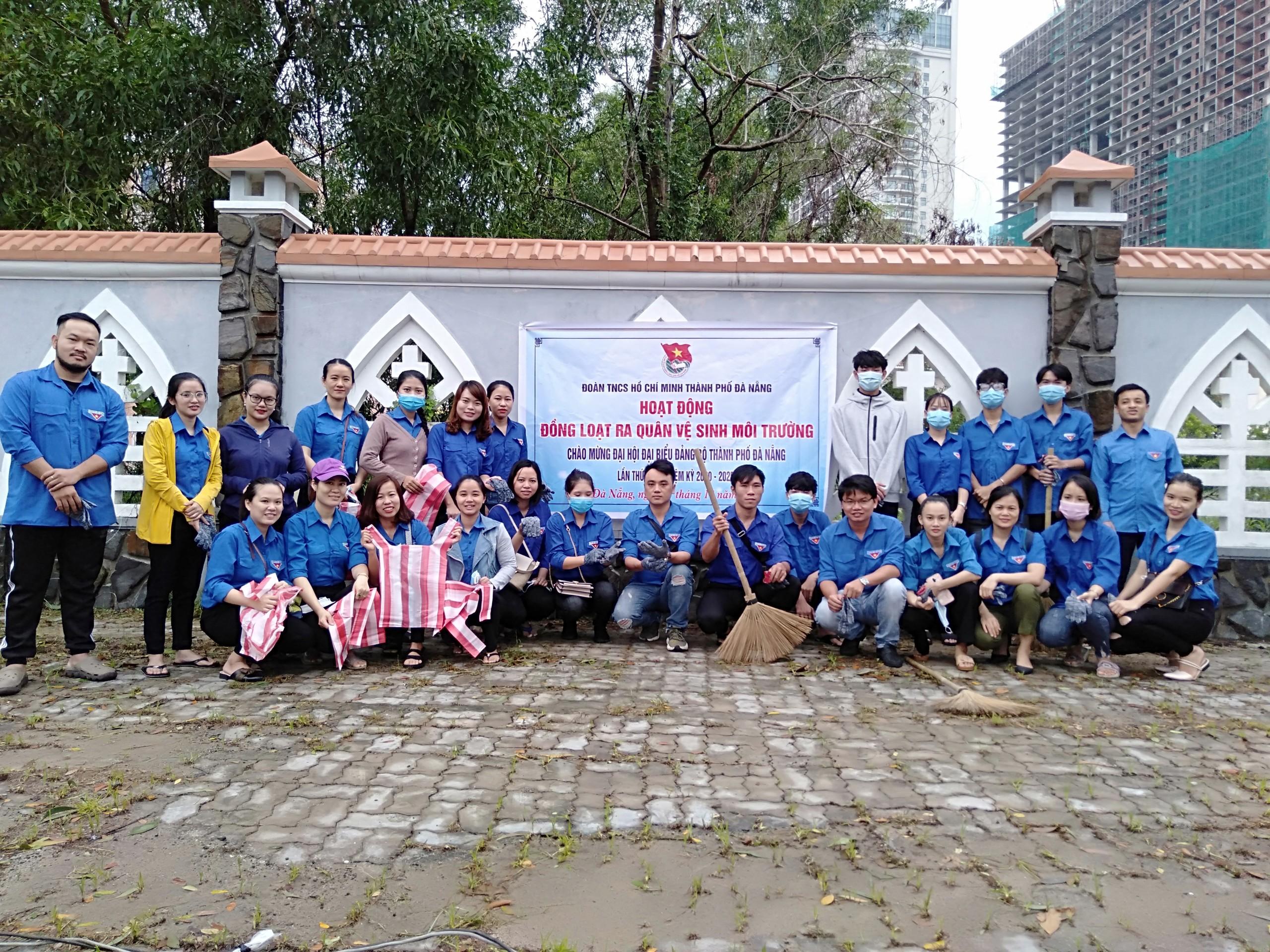 Tuổi trẻ Quận Sơn Trà ra quân vệ sinh môi trường Chào mừng Đại hội Đảng bộ thành phố