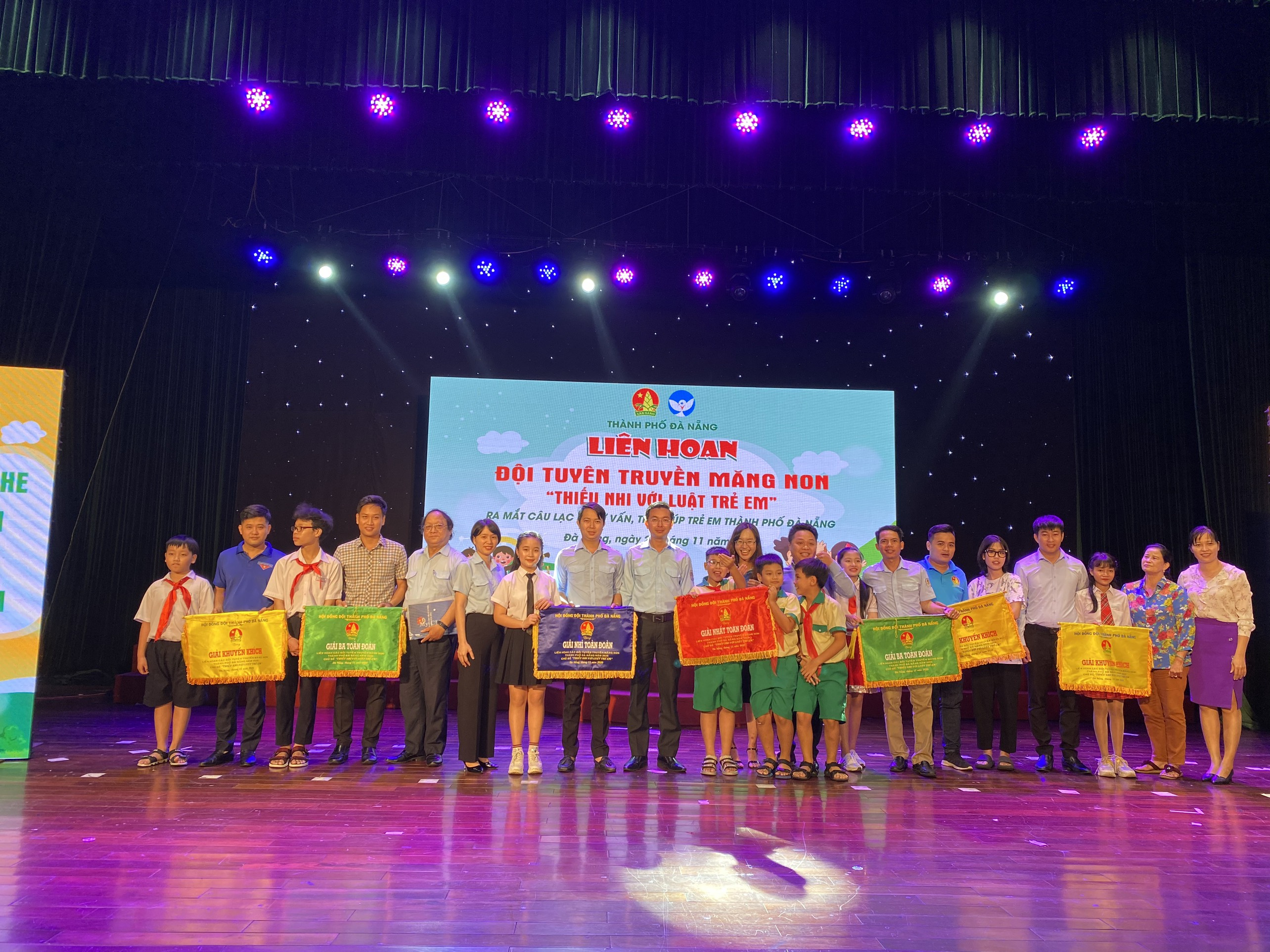 """Hội đồng Đội thành phố Đà Nẵng tổ chức Liên hoan các Đội Tuyên truyền măng non với chủ đề """"Thiếu nhi với Luật trẻ em"""""""